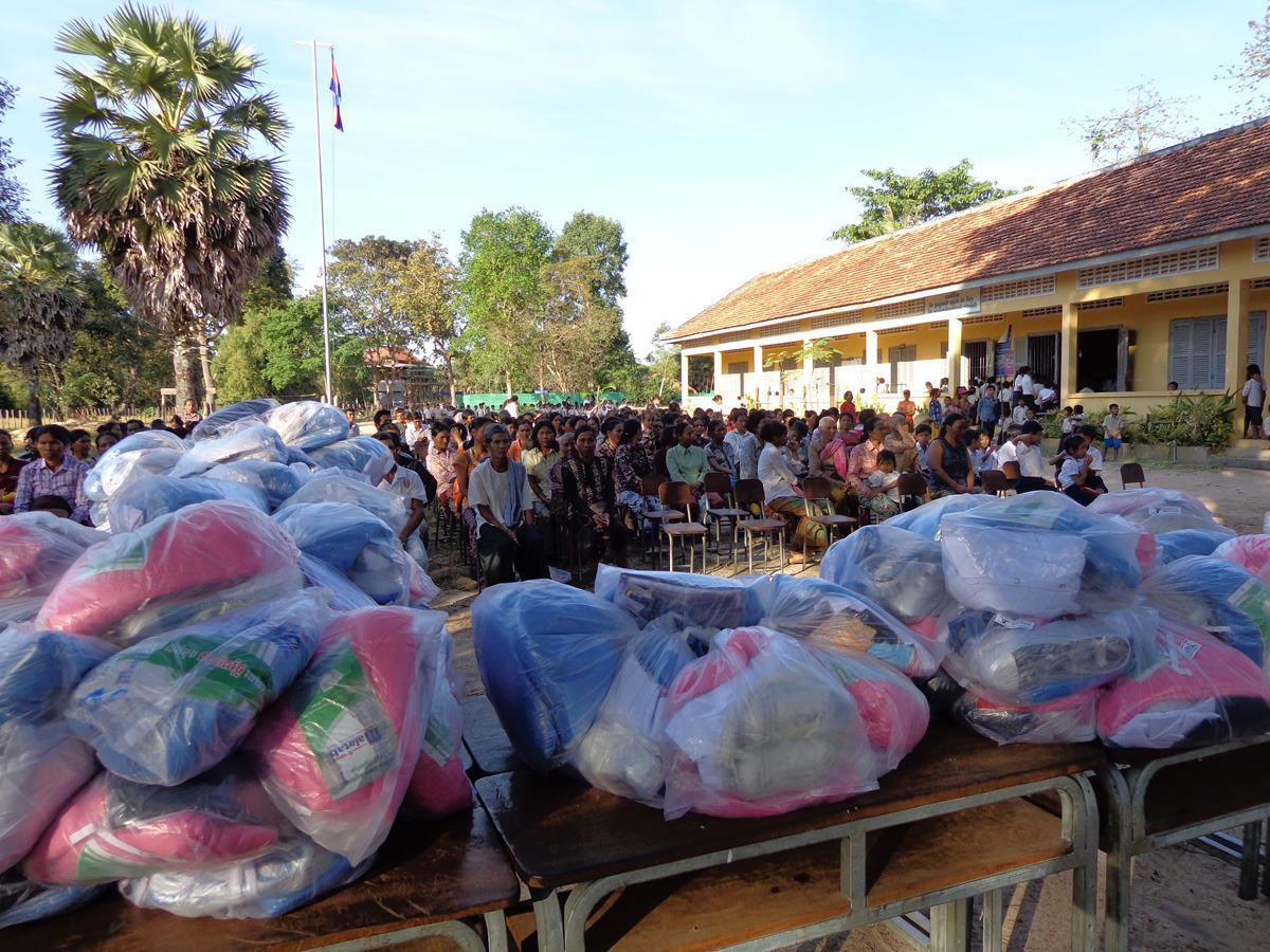 siem reap shoe distribution003