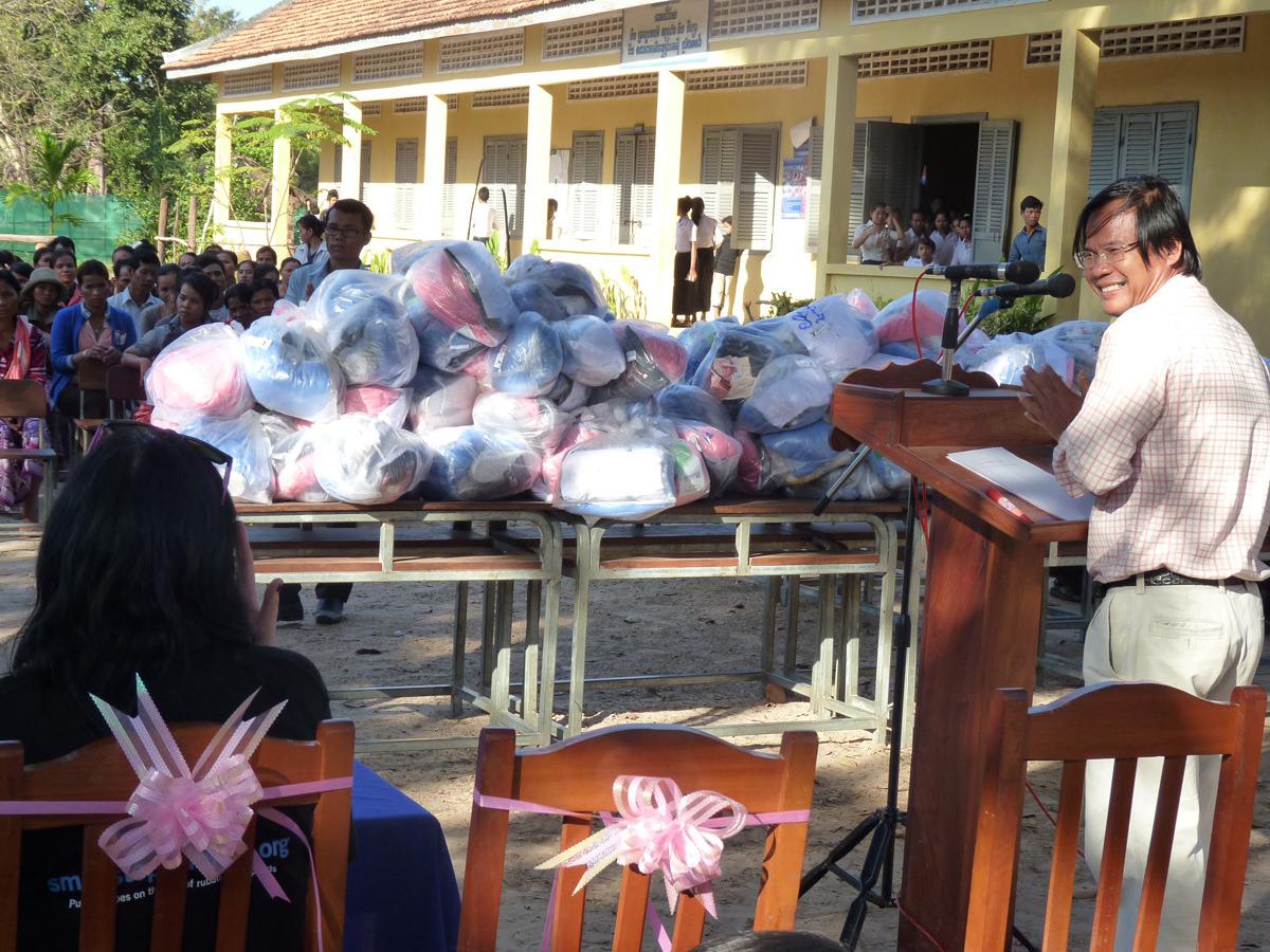 siem reap shoe distribution005