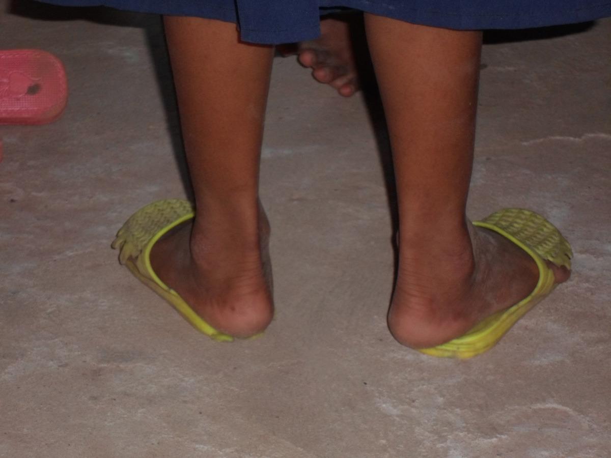 siem reap shoe distribution012