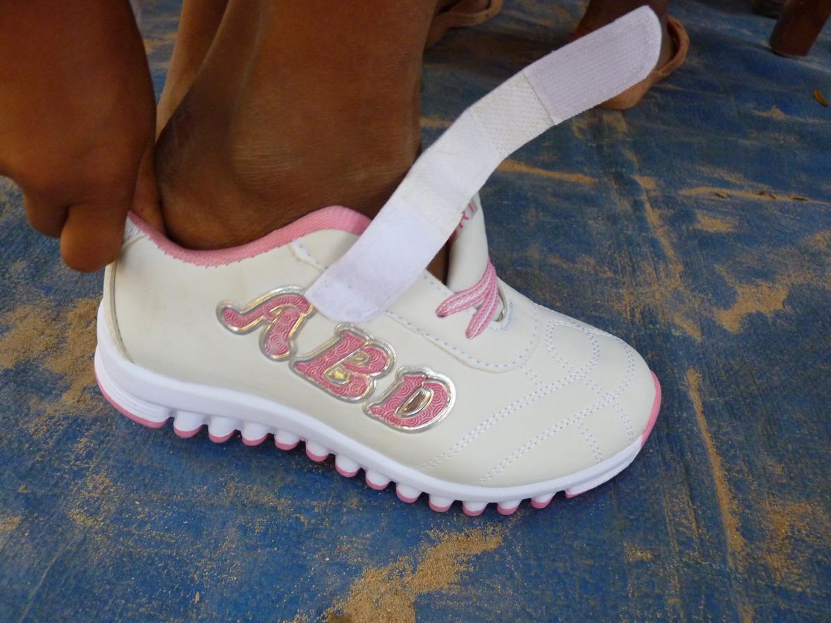 siem reap shoe distribution020