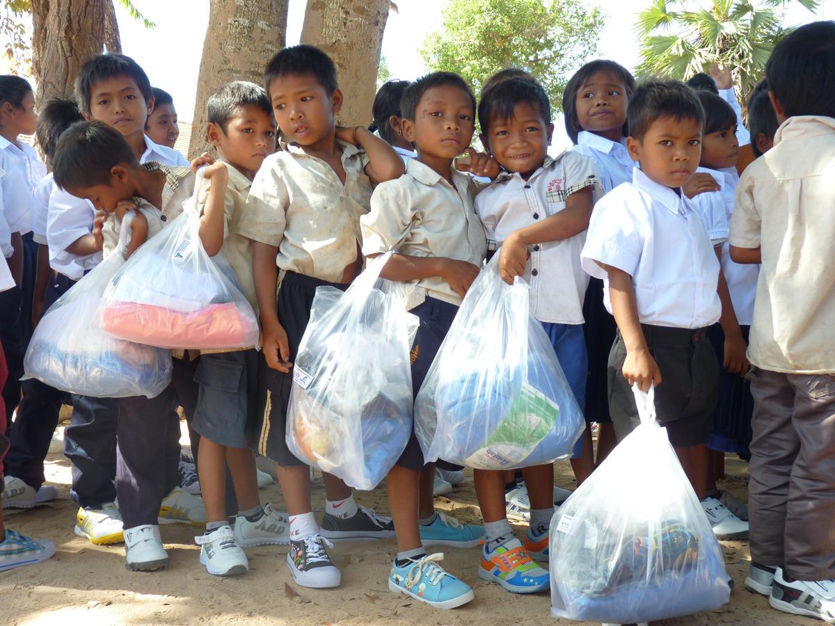 siem reap shoe distribution022