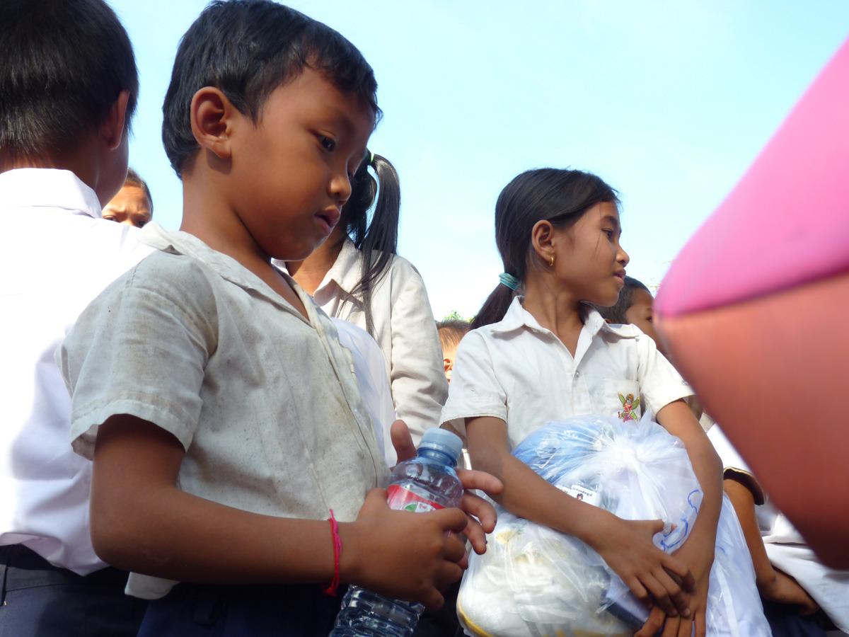 siem reap shoe distribution023