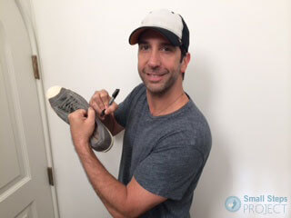 David Schwimmer signing his shoes