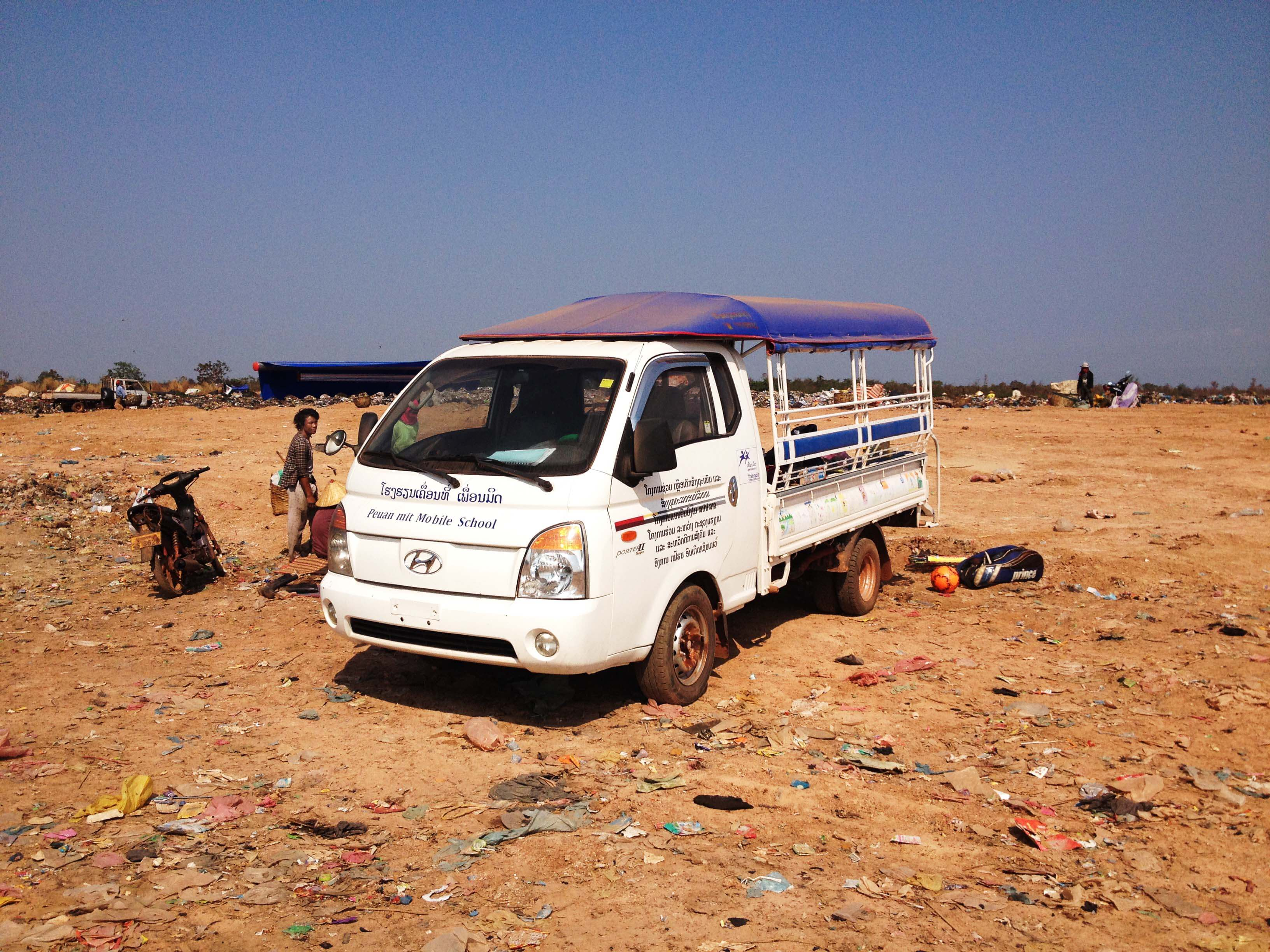 The new mobile learning centre arrives onsite at the KM36 rubbish dump.