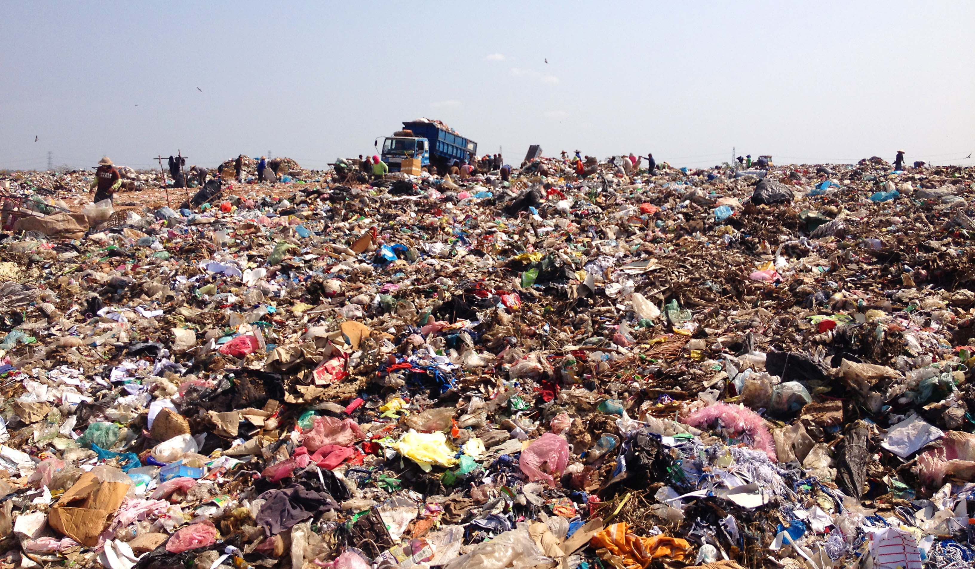 An estimated 400 tonnes of rubbish is produced by the Vientiane citizens every day.