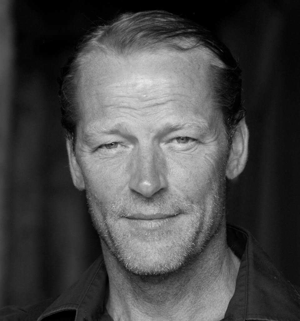 how tall is iain glen