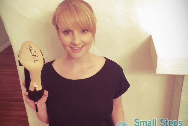 Melissa Rauch holding her donated pair of shoes 2015